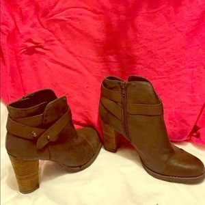 Crown vintage heeled bootie - great condition